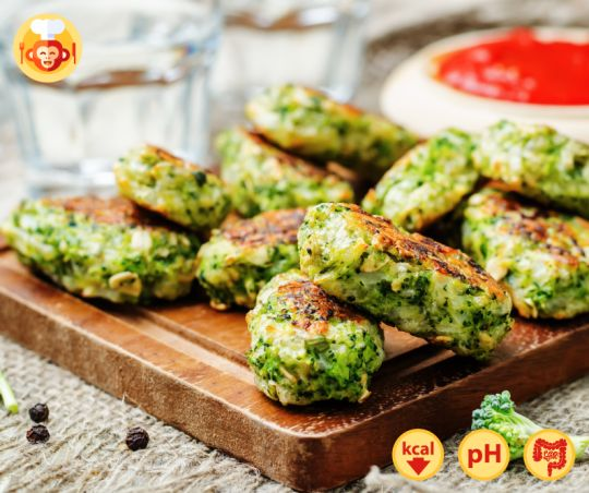 Delicious baked broccoli sticks with cheese and oats.  #lowcalorie #diet #vegetarian #healthy #food #foodporn #sticks #crispy #greens #vegetables #snack #treat #ideas #fingerfood #cheese #yummy #delicious #friends #party #evening #movienight #foodmonkeys
