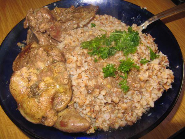 Куриная печенка, тушеная по-особому, с гречкой   Chicken Liver with buckwheat (in Russian)