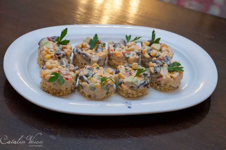 Salata mexicana cu paine de porumb by Brandusa Scheaua