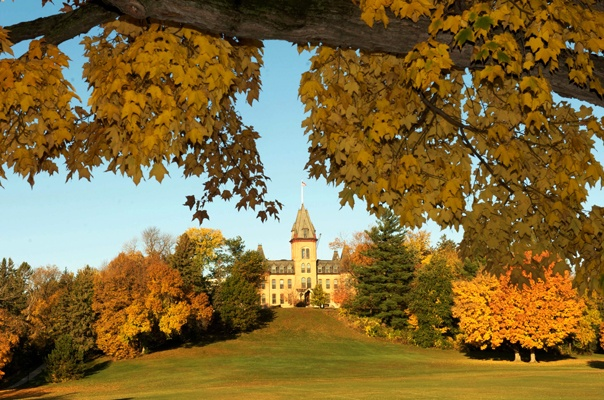 25 Healthiest Colleges in the US: St Olaf College - Students at College Prowler love the food at St. Olaf. And that's good news, since 90 percent of students live on campus and must have a dining plan. The dining hall is catered by Bon Appetit, which has pretty impressive standards for food selection, plus there's always one all-vegan station.