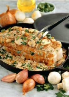 Lavez et émincez les champignons. Dans une cocotte, faites-les revenir avec 25 g de beurre p...