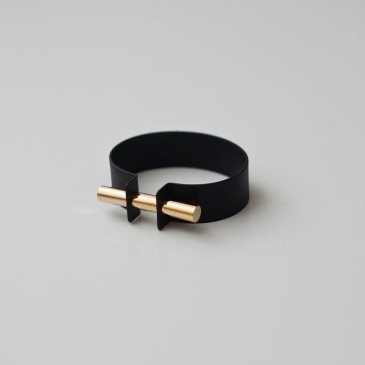 Image of Metallic Bracelet (2 Colors). un look karatéka je trouve !