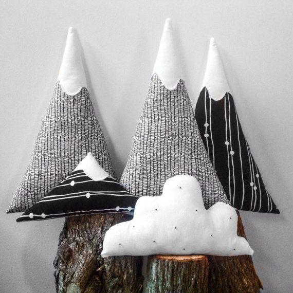 Cuscino Monte Bianco. Stoffa bianco sporco di OnceUponATimeDaniela