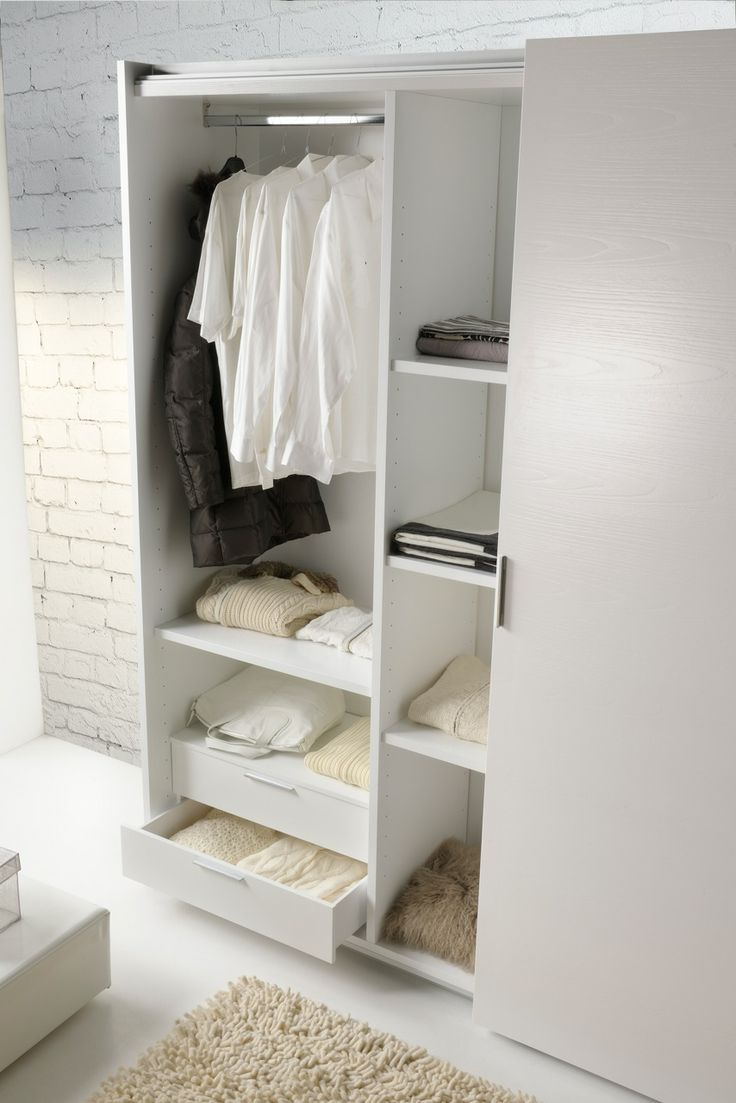 Detail Open Wardrobe - rif. setting the sleeping area Mod. Athena experience 3 e Dallas White 1  /  Dettaglio Armadio aperto - rif. Ambientazione zona notte Mod. Athena experience 3 e Dallas White 1