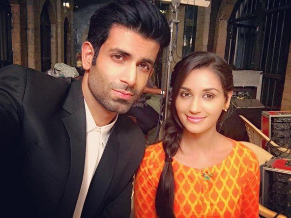 "Sony TV on Twitter: ""In between shoot, ek selfie toh banta hai! #EkDujeKeVaaste @namik_paul @nikifyinglife @EkDujeKeVaaste https://t.co/CHcu1NBMYG"""