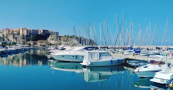 """0 aprecieri, 1 comentarii - 🌍 #eHaiHui.net #AroundTheWorld (@ehaihui.nett) pe Instagram: """"⛵ Portul din #Tropea 🇨🇮 #Italia #Italy 🌍🌎🌏 #eHaiHui #AroundTheWorld"""""""