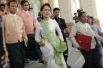 Suu Kyi tolak putusan PBB investigasi kejahatan terhadap Muslim Rohingya  BRUSSELS (Arrahmah.com)  Aung San Suu Kyi pada Selasa (2/5/2017) menolak sebuah keputusan dewan HAM PBB untuk menyelidiki tuduhan kejahatan oleh pasukan keamanan Myanmar terhadap minoritas Muslim Rohingya lansir News18.  Badan PBB tersebut menyetujui pada Maret untuk mengirimkan sebuah misi pencarian fakta ke negara Asia Tenggara ini atas klaim pembunuhan pemerkosaan dan penyiksaan di negara bagian Rakhine.  Kami tidak…