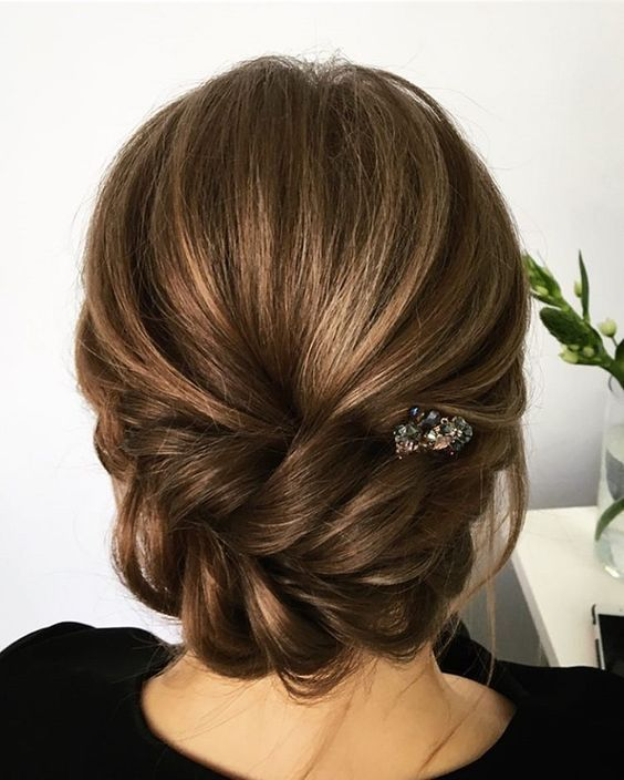 So neat and simple low bun wedding hairstyle for both brides and bridesmaid, the diamond crystal looks so cute and chic, not too fancy but elegant.