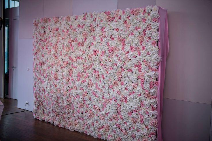 Traumhafte Blumenwand für Brauthintergrund oder als Fotowand made by schibli-design.ch