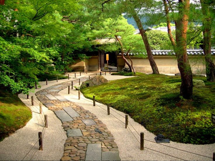 Tsubo En Is A Japanese Zen Garden Of The Karesansui Type With A High Level  Of Abstraction, That Is Dry Rock Garden With Topiary Plants.