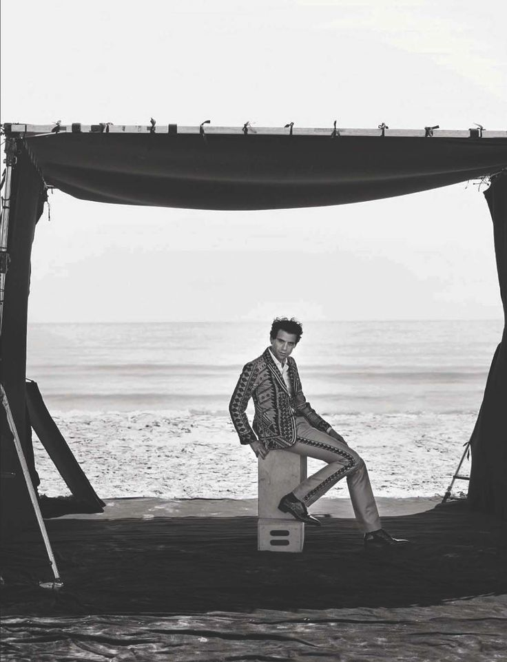 Male Fashion Trends: Mika por Peter Lindbergh para L'Uomo Vogue Julio 2015