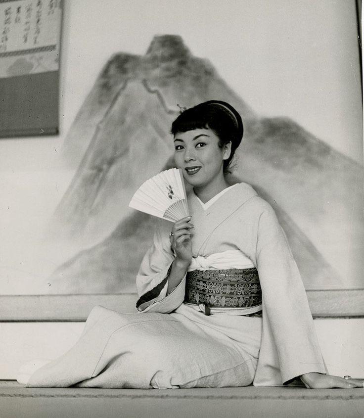 Machiko Kyô Photograph