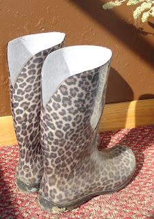 Awesome to Alter these Yourself!  So Easy!  theArtisticFarmer: Big Calve Mud Boots