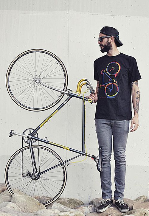 T-shirt cycle chic. There is beauty in simplicity.