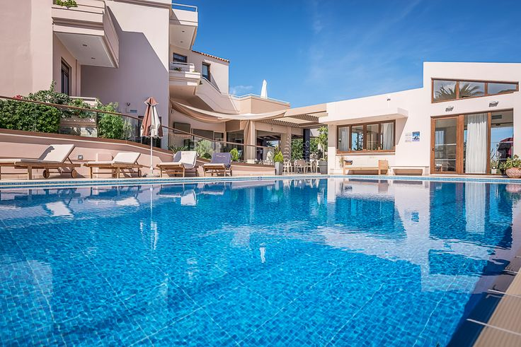 Today is the last day of summer according to the calendars. Now worries, summer lasts all the way until the end of October here in Chania! Splash! https://www.oscarvillage.com/hotel-pools  #Oscar #OscarHotel #OscarSuites #OscarVillage #OscarSuitesVillage #HotelChania #HotelinChania #HolidaysChania #HolidaysinChania #HolidaysCrete #HolidaysAgiaMarina #HotelAgiaMarina #HotelCrete #Crete #Chania #AgiaMarina #VacationCrete #VacationAgiaMarina #VacationChania