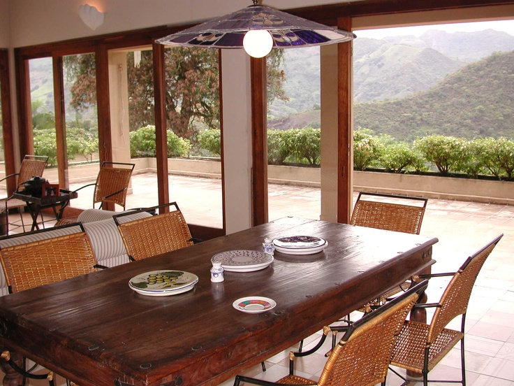 Comedor con salida a la terraza.