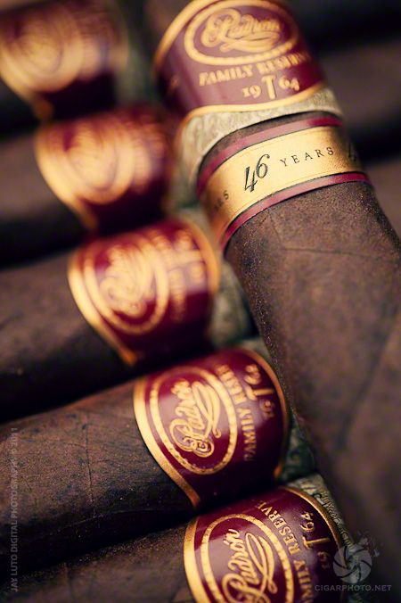 Padron Family Reserve 46 Years Maduro (EXIF: Nikon D3 : 60mm f/4)
