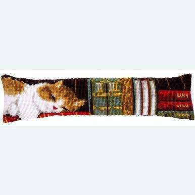 """Tochthond om zelf te borduren op voorgeschilderd stramien """"Cat sleeping on Bookshelf"""""""