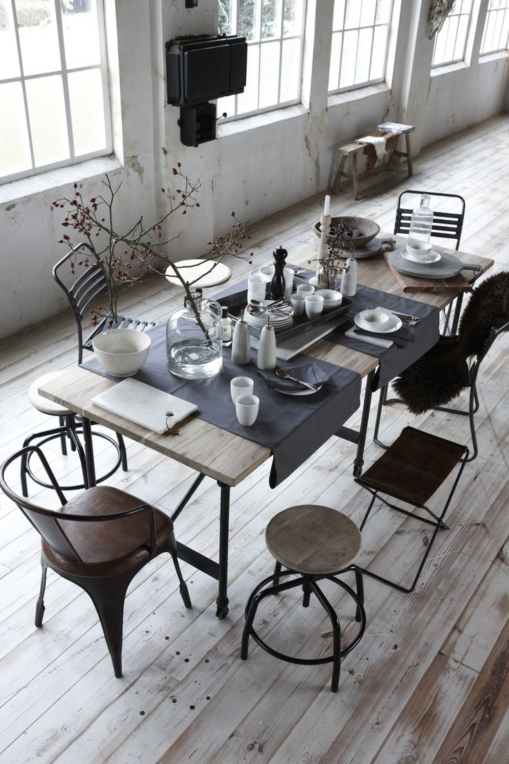 Koperkleurige stoel Miama, krukjes Denver, opvouwbare kruk George & eettafel Steel.