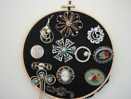 How to Organize Your Brooches and Pins