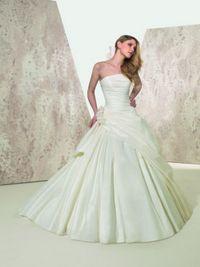 Wedding Dress Sample Sale: Dresses
