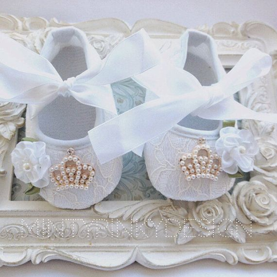 Hey, I found this really awesome Etsy listing at https://www.etsy.com/pt/listing/170061529/white-baby-crib-shoes-baby-lace-shoes