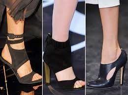 Kış aylarını git gide geride bıraktığımız şu günlerde moda defilelerinde ilkbahar yaza hazırlık sürüyor. Yeni sezonda trend olmaya aday ayakkabılar moda severlerin beğenisine sunulurken bir yandan da önümüzdeki sezona dair oldukça renkli görüntüler ortaya çıkıyor. Bayanların vazgeçilmezi olan ayakkabılarda 2015 ilkbahar yaz ayakkabı trendleri ise oldukça göz kamaştırıcı. İşte sizlere yeni sezonun en çok ilgi görecek ayakkabı modelleri;
