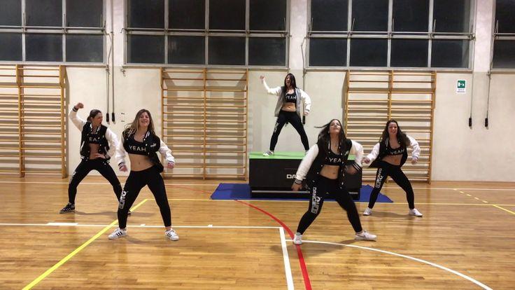 SHAKY SHAKY | ZUMBA FITNESS® | DANCE MOB