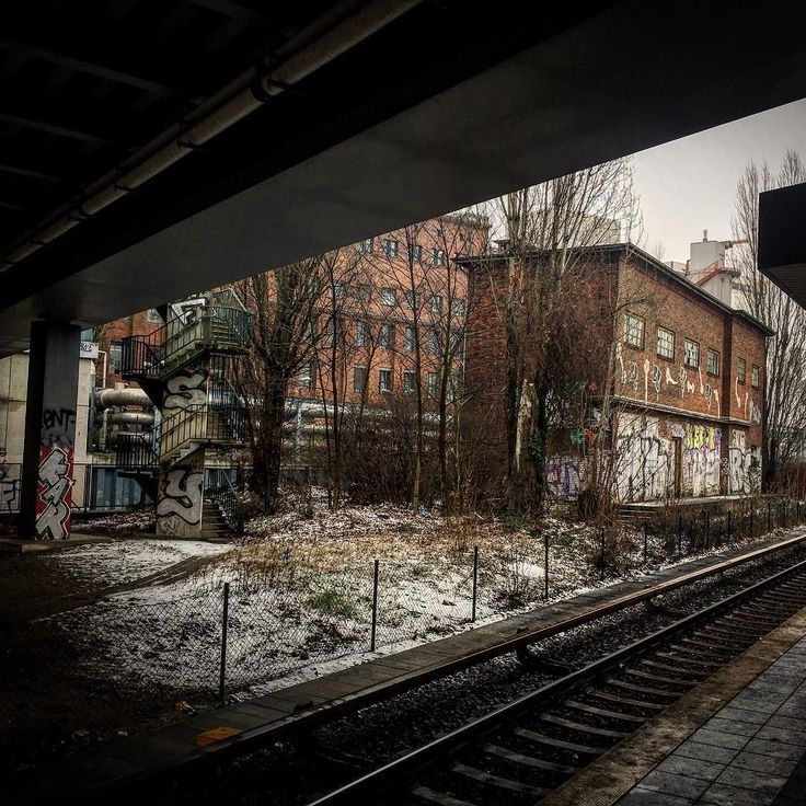 Irgendwo in Berlin - irgendwie ein wenig wie meine Stimmungslage . . . #author #onmyway #mpfund #wortesindmeinwesen #berlin #photography #lesen #schreiben #leben #writersofig