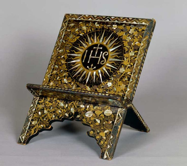 Lectern, Japan, ca. 1600, lacquer, wood, gold, shell