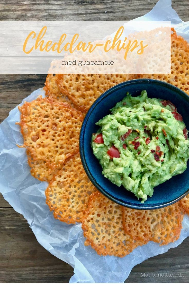 Cheddar-chips med guacamole - den perfekte low carb (LCHF) snack - find opskrift her: