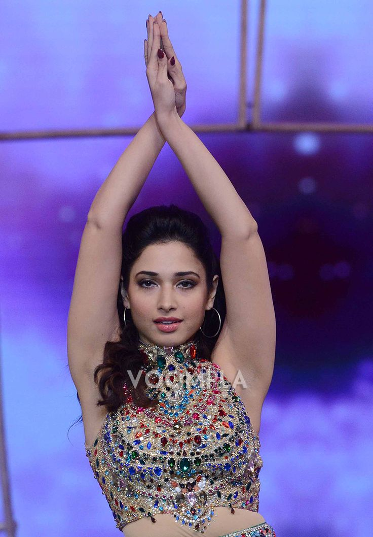 WOW! Tamannaah performing at an awards ceremony in Hyderabad! CLick Here >> Voompla.com