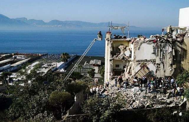 Ιταλία: Κατέρρευσε κτίριο στη Νάπολη!: Ένα πενταόροφο κτίριο κατέρρευσε στην πόλη Τόρε Ανουνζιάτα, κοντά στην Νάπολη της Ιταλίας, με τις…