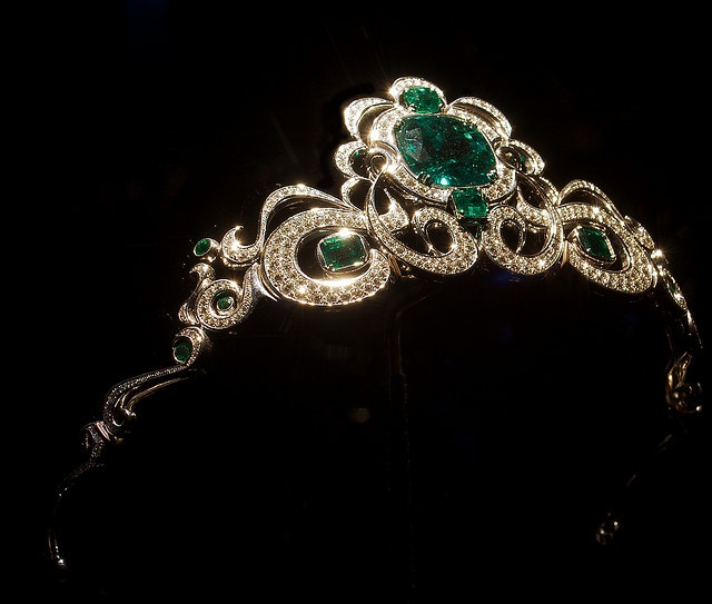 Emerald, platinum, and diamond tiara, in Lester and Sue Smith Gem Vault, Houston Museum of Natural Science. Designer: Ernesto Moreira