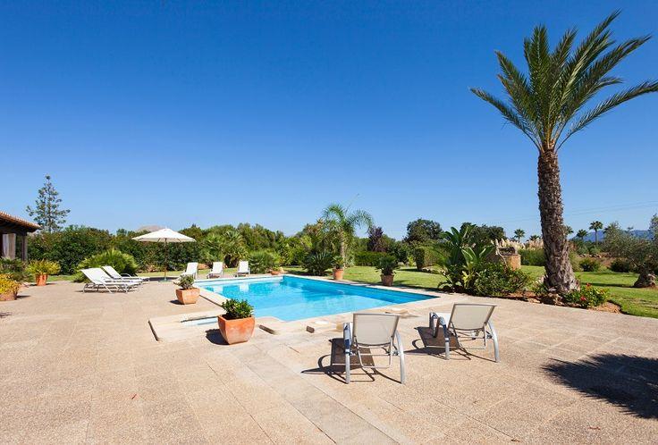 Can Kiana is een 4-slaapkamer luxe traditionele gelijkvloers vakantievilla te Pollença Spanje met een grote privé zwembad ideaal voor een gezin of vrienden