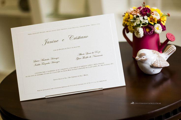 Cartão do convite com impressão em relevo americano dourado.