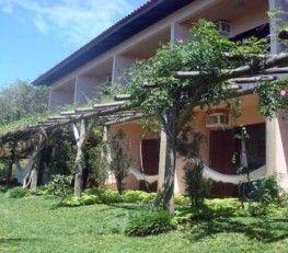 CI32237 - Brasil  -  Florianopolis. Tipo: Hotel 2* Praia Brava Cabañas: 8 - Suites: 17 - Dptos: 2 - Cat.: 2* Estado: Muy bueno - Sup. cub.: 1735.15 Mts2 - Terreno: 5.723,86 Mts2 El complejo esta dotado de una vista espectacular, construido respectando la naturaleza, en compañía de la música de los pájaros, el verde intenso de la vegetación y el azul profundo del mar. Entre el verde, florido y encantador paisaje, rodeado de colinas cubiertas, de una vegetación salvaje.