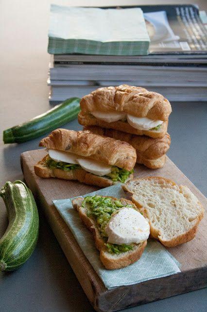 Per buffet, pic nic, aperitivi o anche per la pausa pranzo, come spezzafame o per quando c'abbiamo semplicemente voglia. E pure perché questo è il periodo perfetto per consumare le zucchine. Ingredi