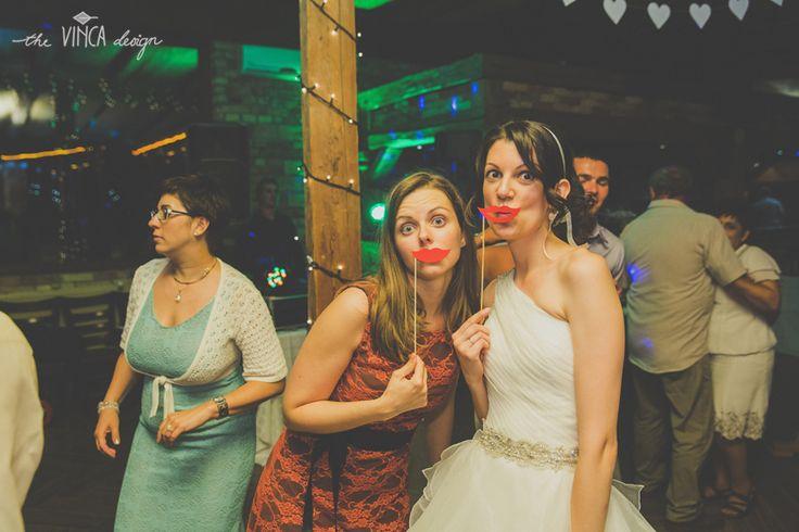 Vinca Design, France inspired wedding, paper straw, photobooth props, lips // francia esküvő, papírszáj