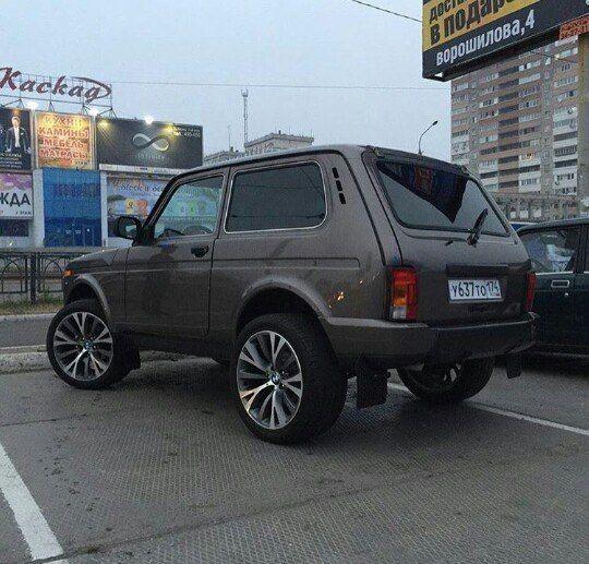Lada Niva avec des jantes BMW  Photo by niva_urban