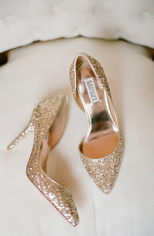 glittery sparkly Badgley Mischka gold pumps #wedding #bride #shoes #heels