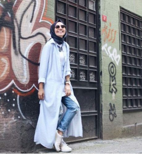 long blue cardigan sporty hijab- Hijabi fashion Bloggers Street looks http://www.justtrendygirls.com/hijabi-fashion-bloggers-street-looks/