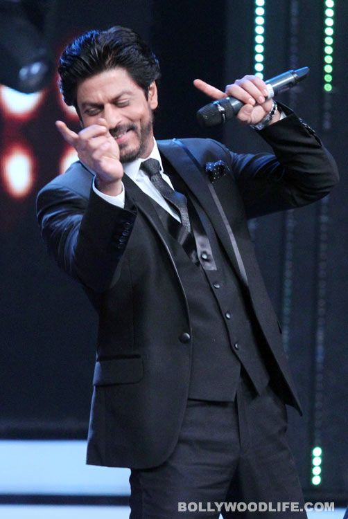 Shah-Rukh-Khan-on-the-setss-of-Sa-REe-Ga-Ma-Pa-(5)—Copy