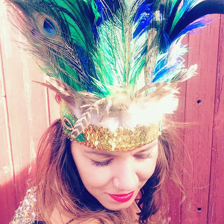 Still stuck for what to wear this Halloween...why not style it out with this glorious peacock and sequin headdress.