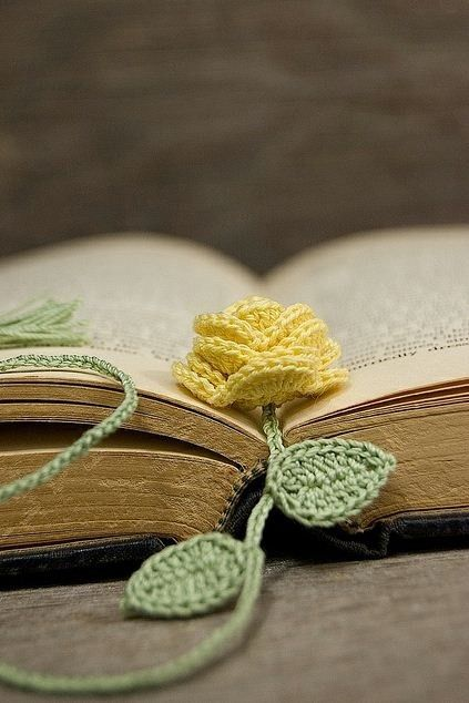 { Crochet } Flower Bookmark  Flower Pattern Here ... | Ally & Woozle