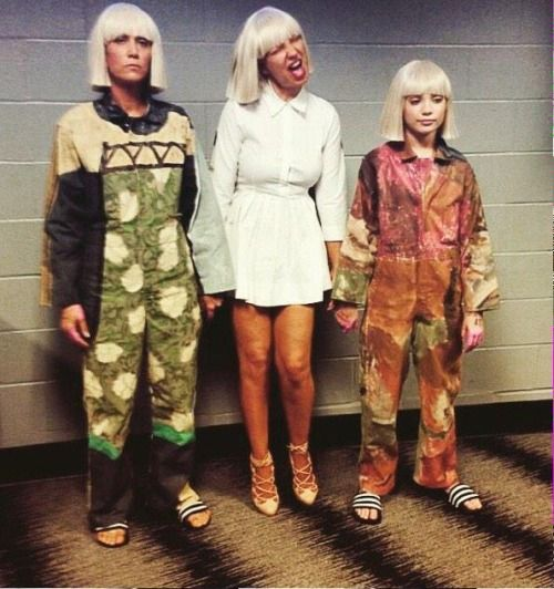 Artistic crushes combo ! Kristen Wiig, Sia, and Maddie Ziegler, backstage at the Grammys
