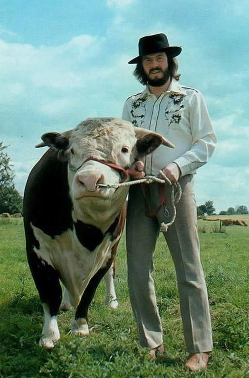 Bonzo and His Cow. <3                                                                                                                                                                                 More