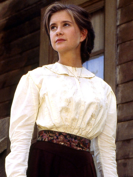 """Kellie Martin. 5'2""""   Sweet, baby faced young lady.  :)  Love the character she plays, Christy."""