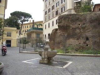 Flat at 3-400 mts from Colosseum, overlooking the ruins of the temple of IsideVacation Rental in Colosseum area from @HomeAway! #vacation #rental #travel #homeaway