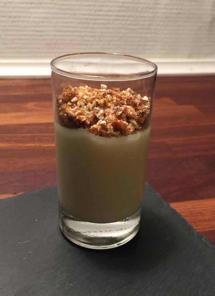 Hvid chokolademousse med lime og knas